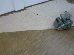 Podłoga w trakcie szlifowania